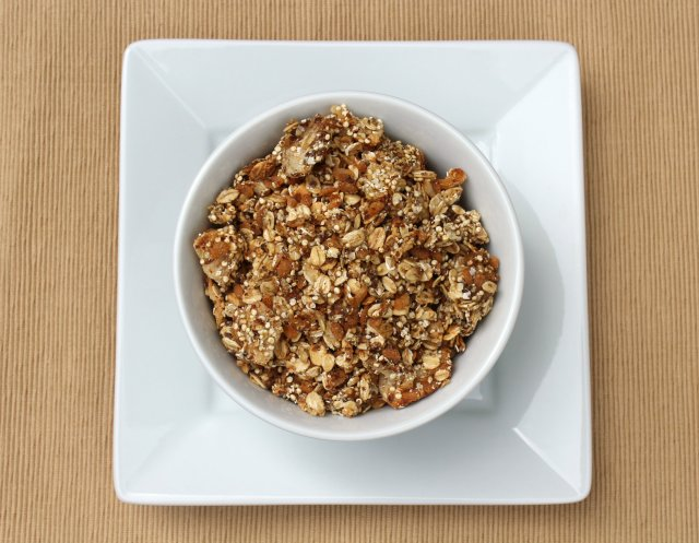 Vanilla Pear Quinoa Granola | Strength and Sunshine
